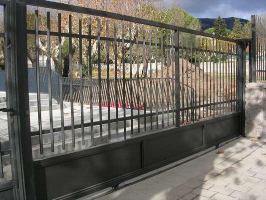 Puertas correderas madrid garaje seccionales batientes for Puertas correderas madrid